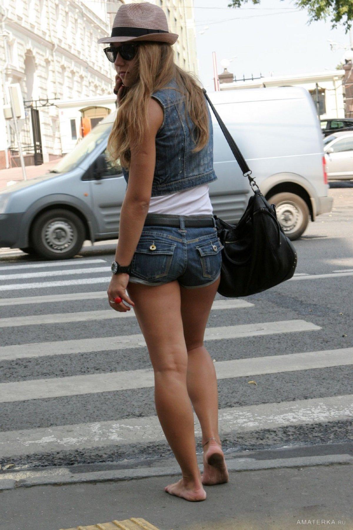 женские ноги на улицах города летом фото что