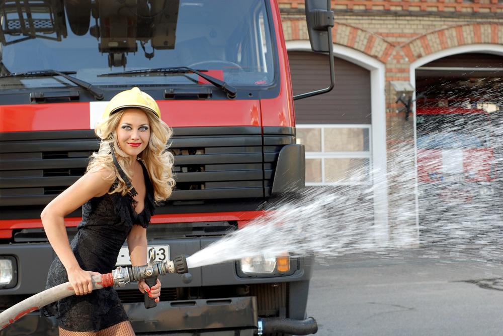 Картинка девушки пожарного