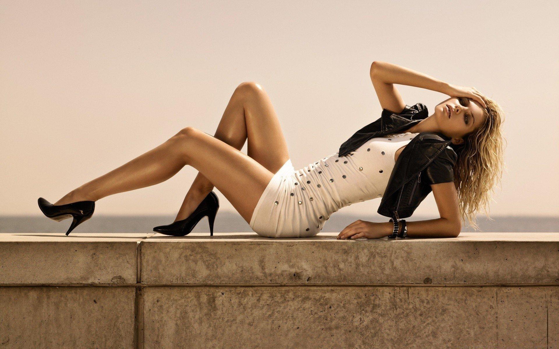 Девушка с красивыми ногами картинки