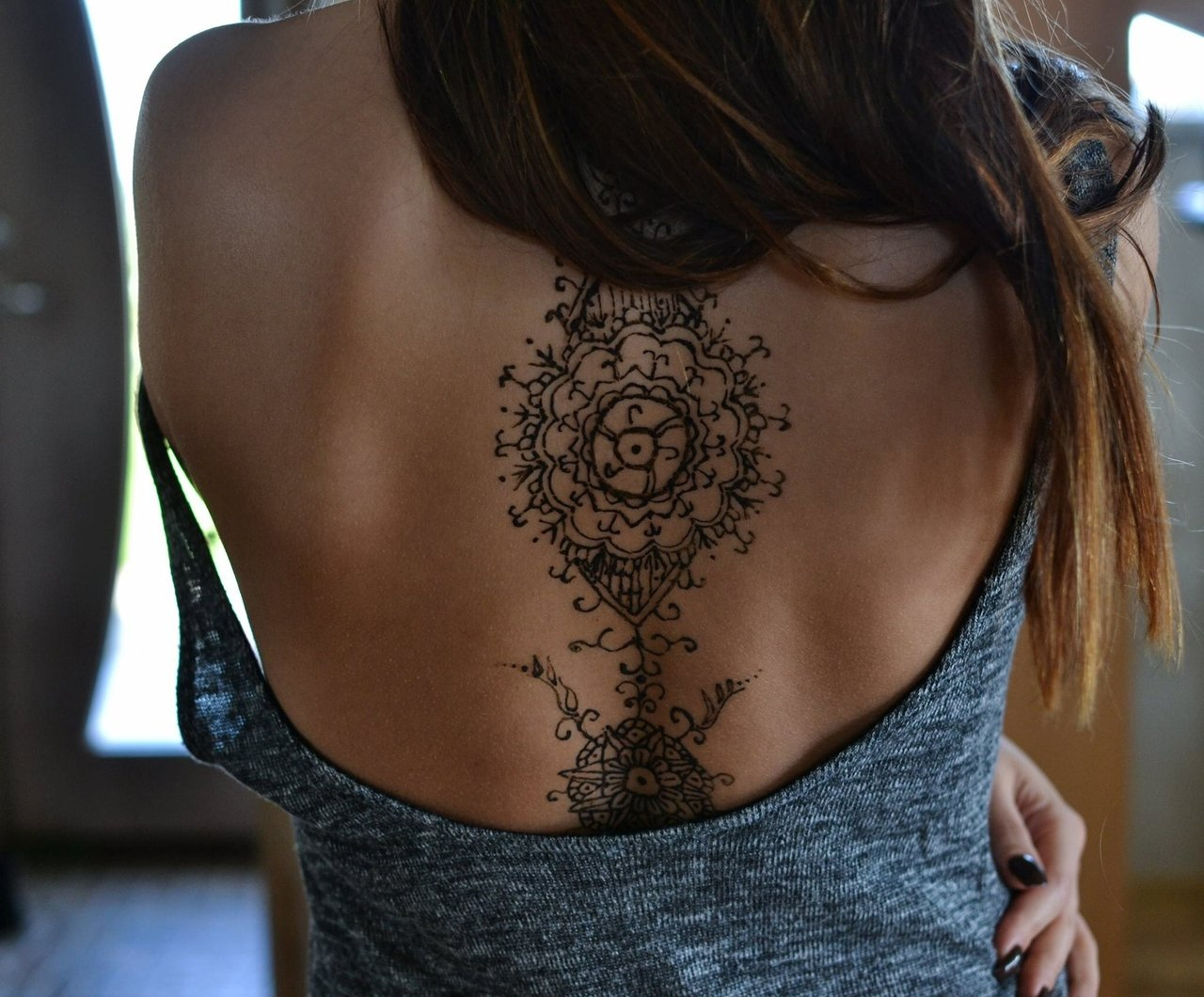 Каталог женских татуировок на спине фото