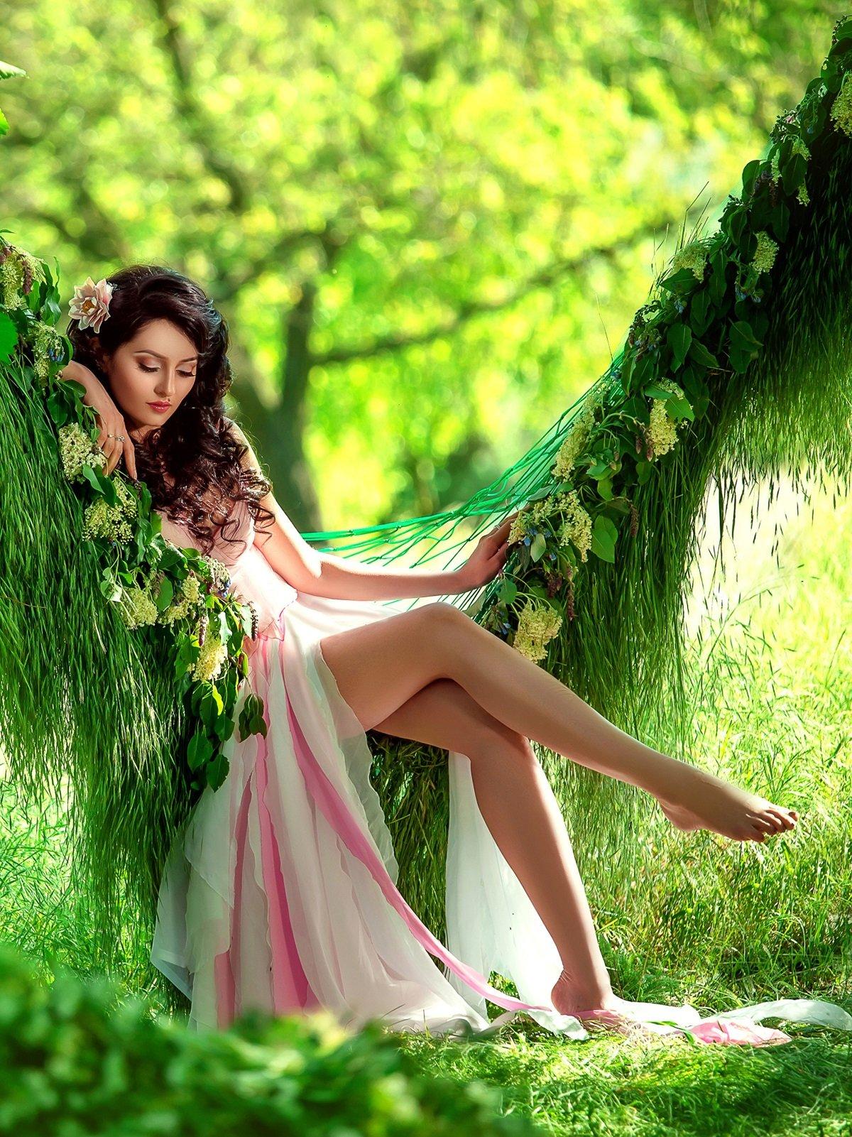 Красивые Девушки В Платьях На Природе Фото