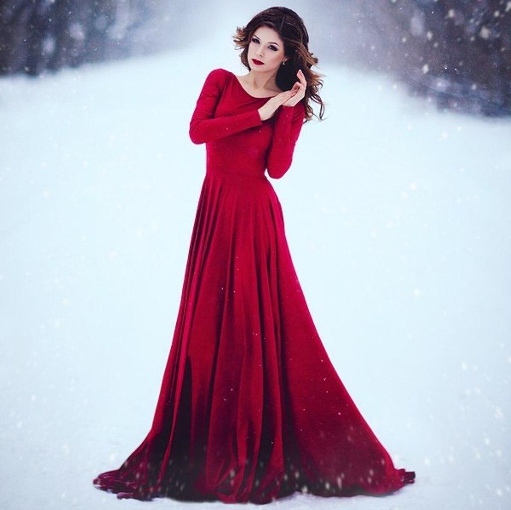 Девушки В Длинных Красных Платьях