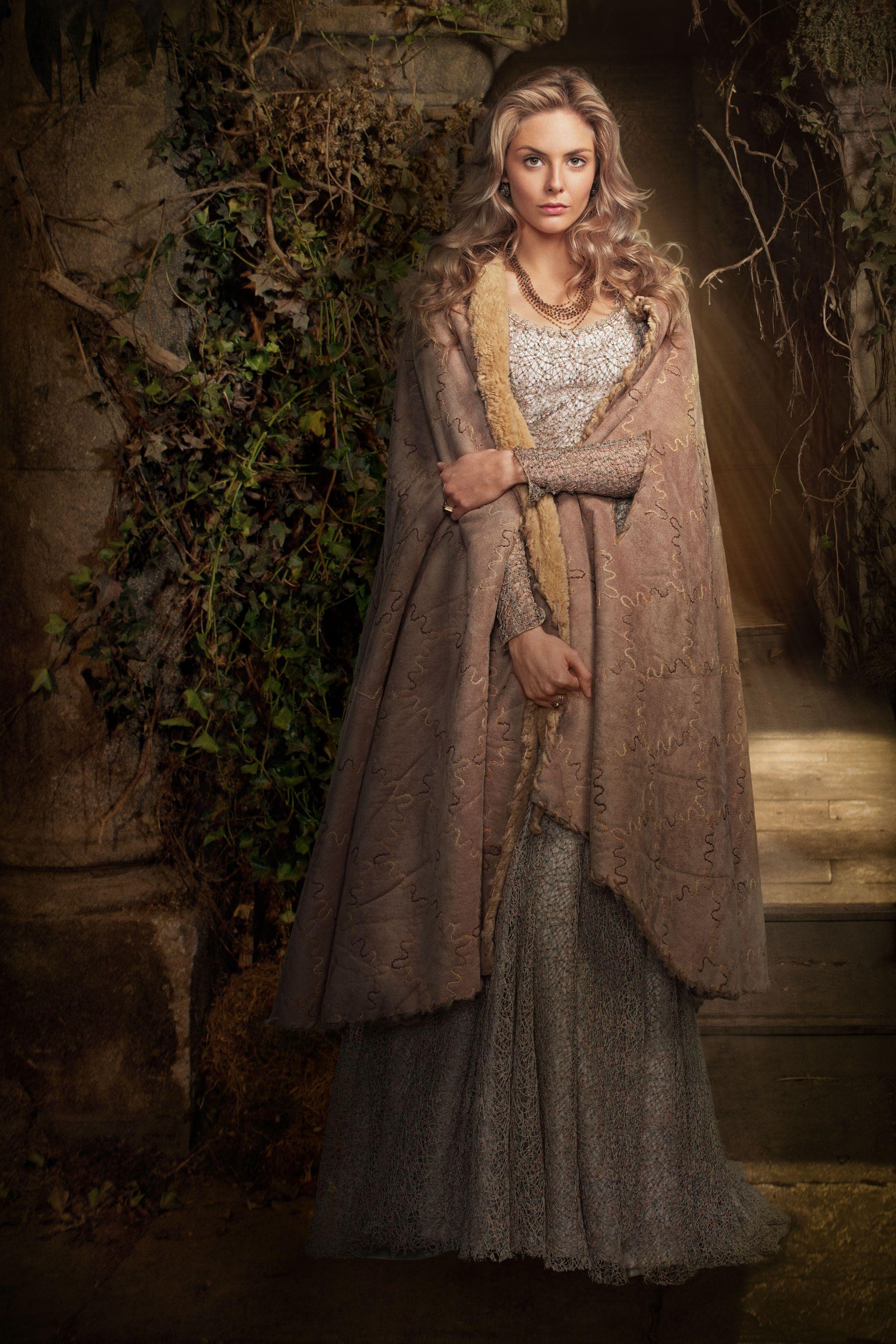 Девушки в средневековых платьях картинки