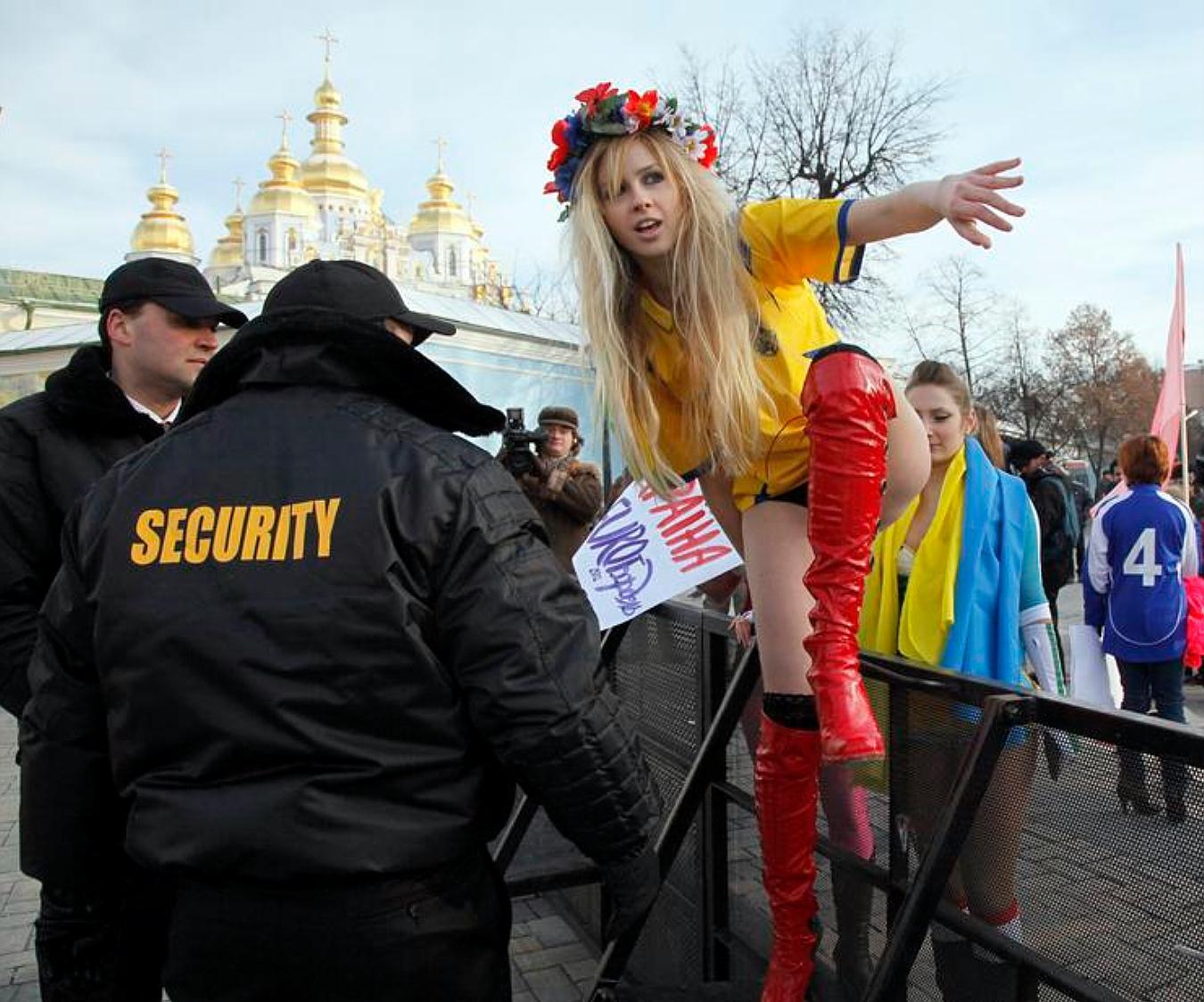 люди, которые украинки на панели фото большой