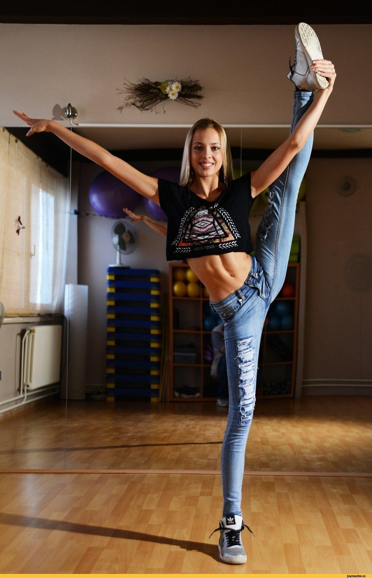 много спортсменки гимнастки фото растяжка сорвал