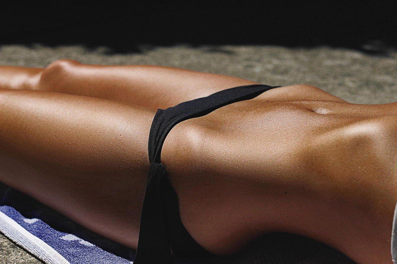 диагностика дает фото загорелых женских тел двух