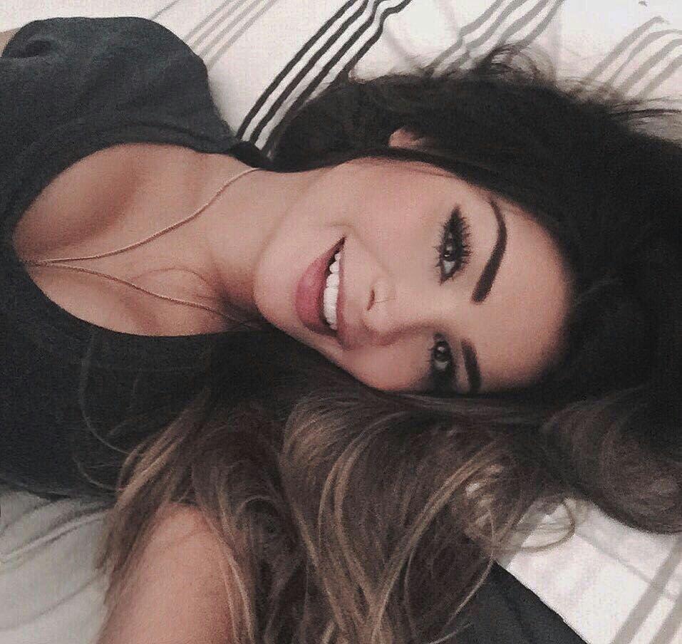Красивые девушки картинки селфи