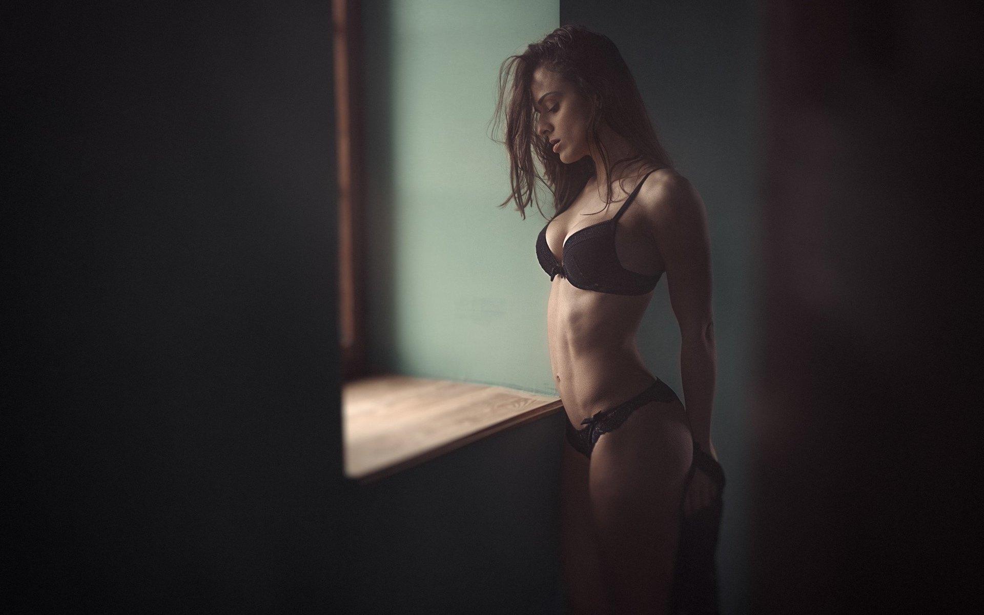Девушка Красиво Обнажает Тело