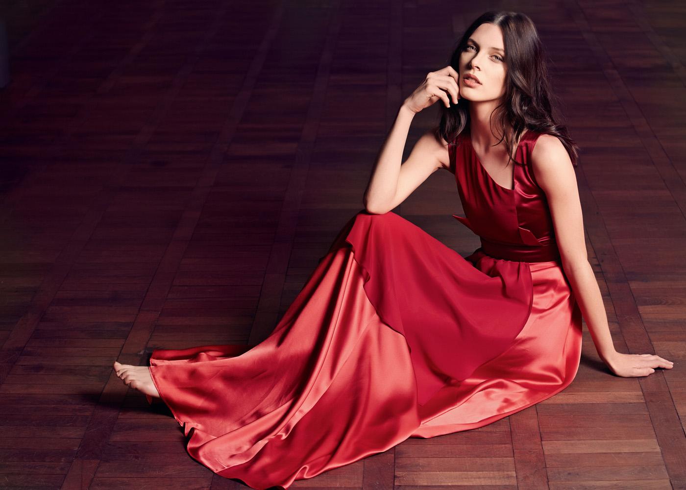 Фотосессия в красном платье образ