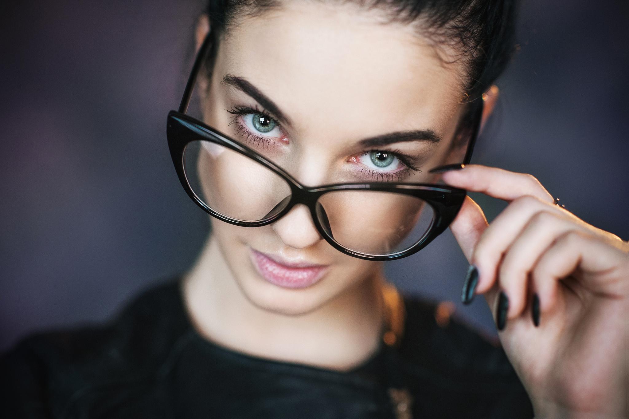 фото в очках и без используйте
