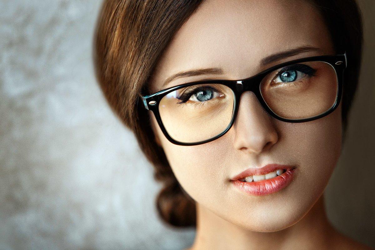 фото в очках и без нещадно