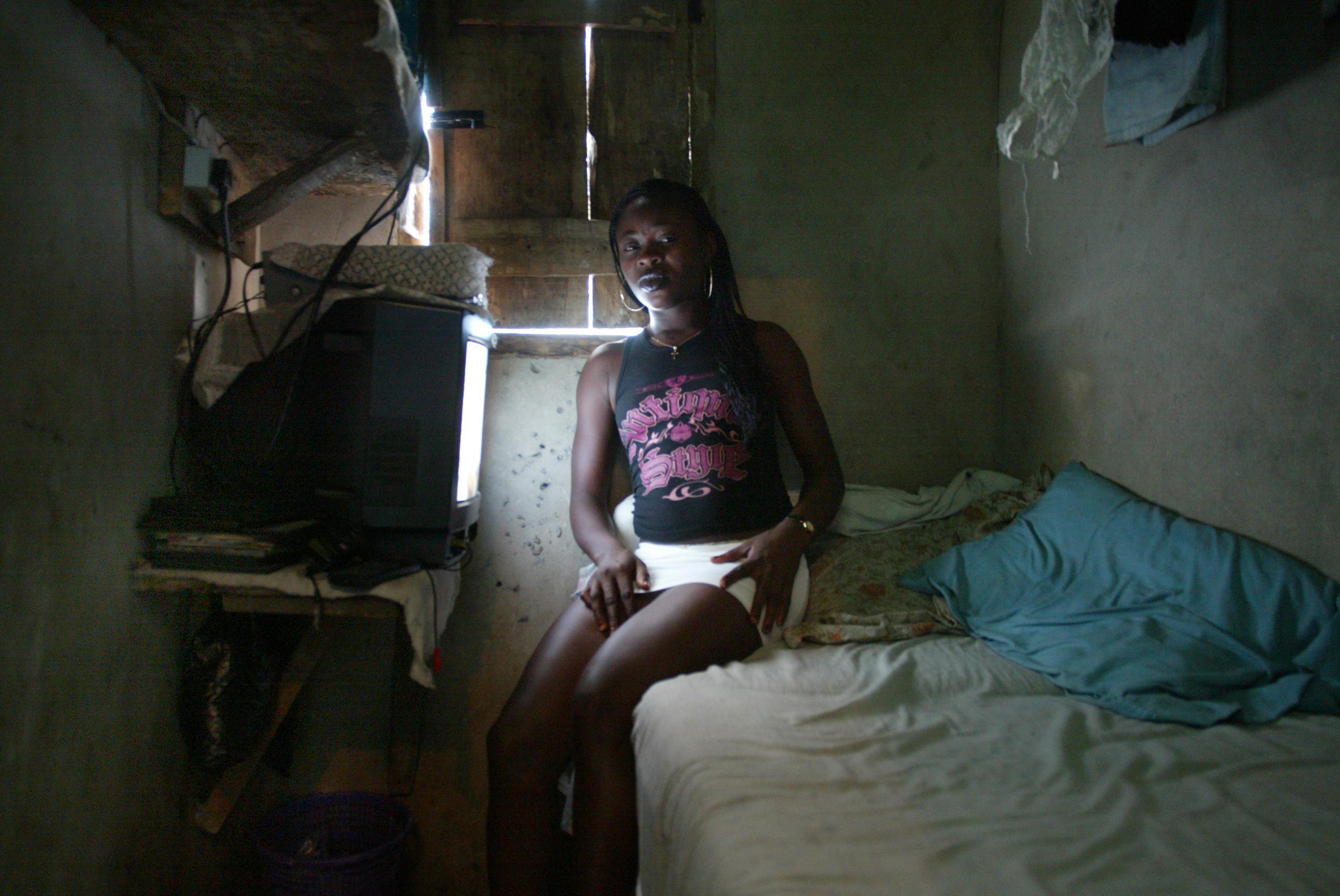 Проститутки из нигерия заказать проститутку николаев