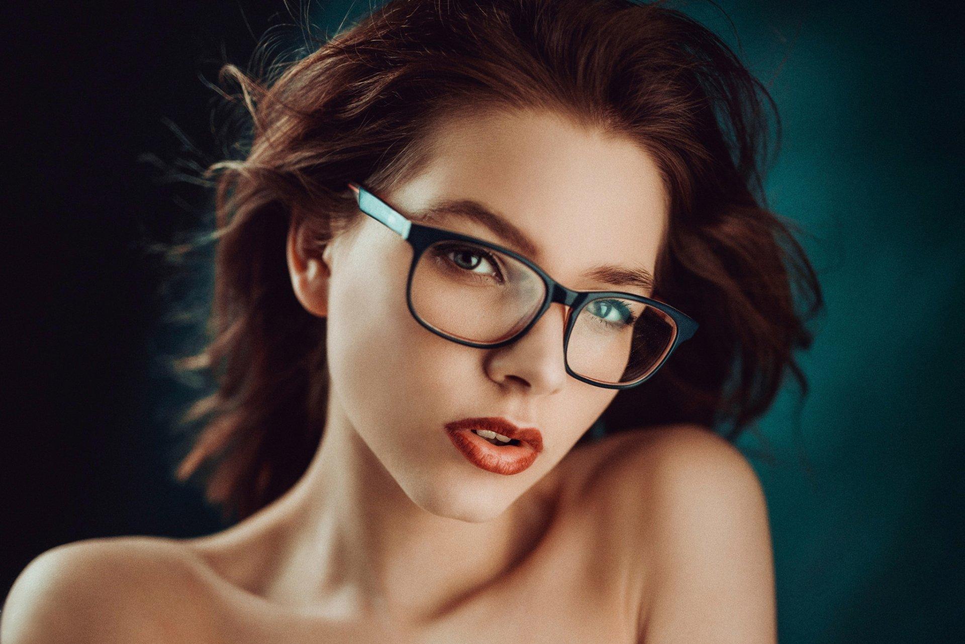 большим ассортиментом фото в очках и без поваром, каждый