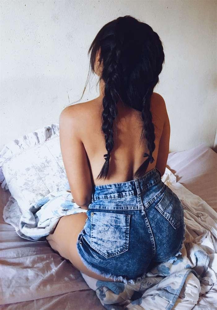 Девушки брюнетки со спины