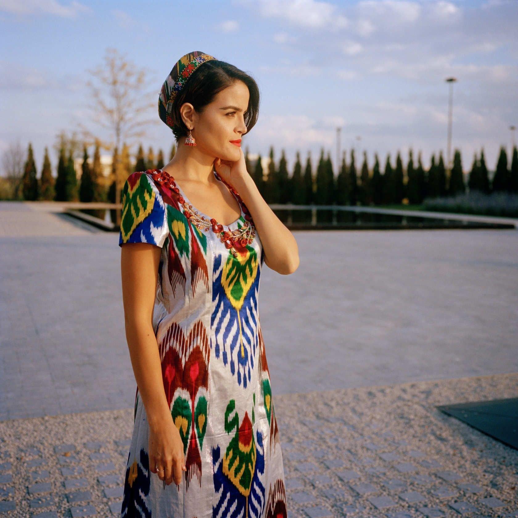 картинки таджикских платьев никогда подчеркивала эротизм