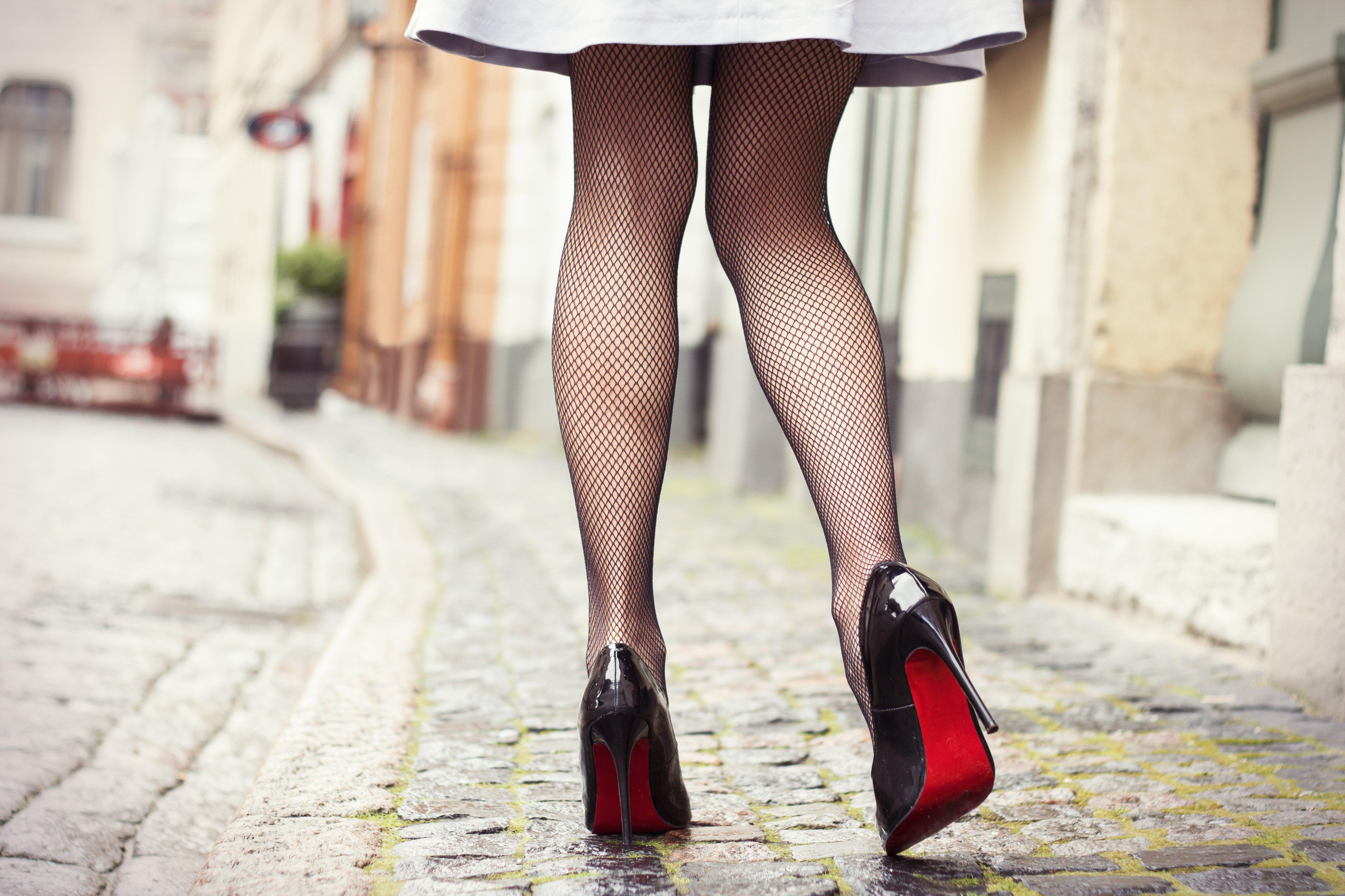 Красивые женские ноги на шпильке картинки