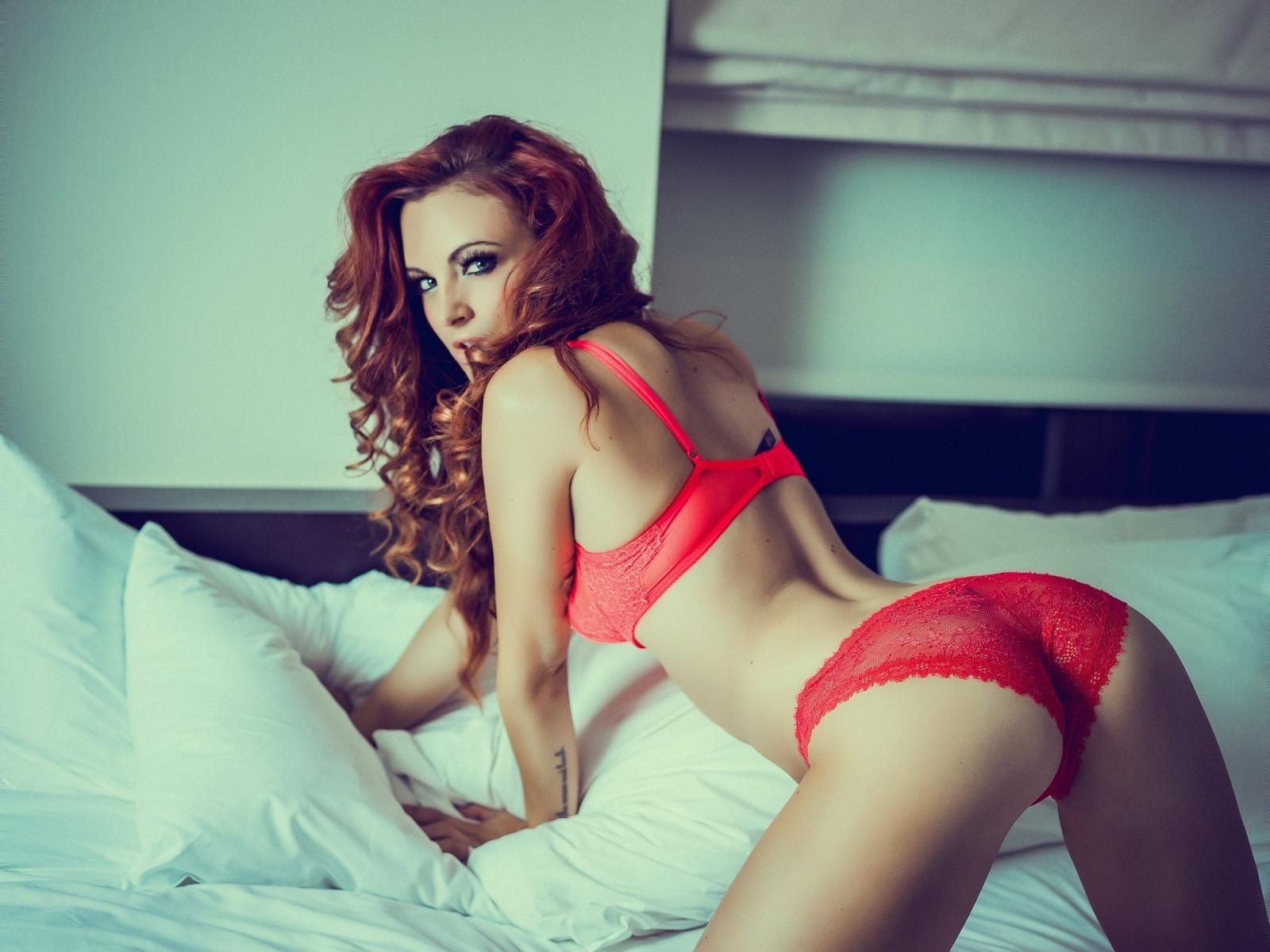 рыжими волосами